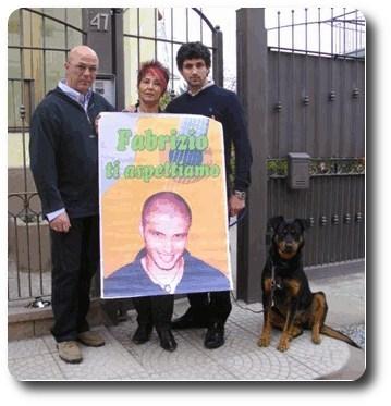 La famiglia Catalano nel 2009 con il cane Birba